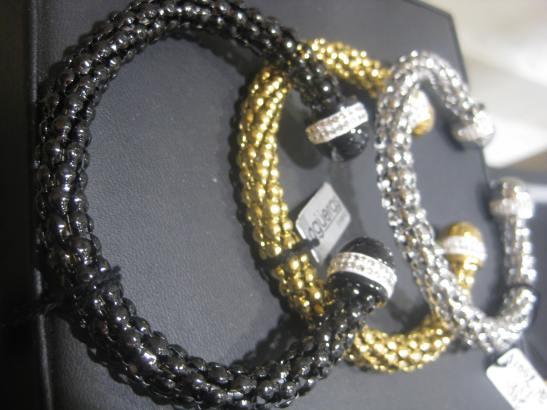 Regalar joyas cuando son de Agüeras, no es un regalo clásico. Siempre sorprende